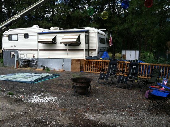 Leavenworth / Pine Village KOA: Our so called site backing the neighbors house