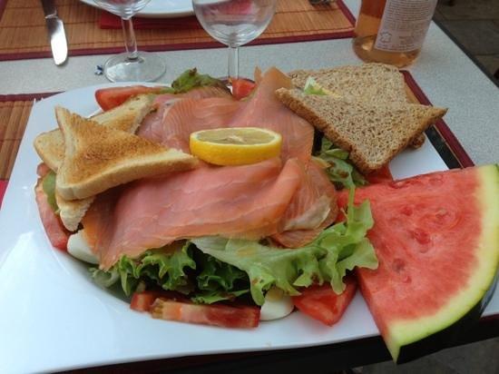 Cafe du Fleuve : salade au saumon fumé