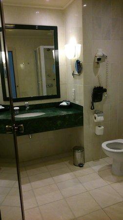 Hilton Antwerp Old Town: bathroom