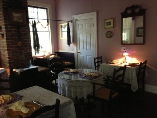 Penny Farthing Inn: Breakfast Room