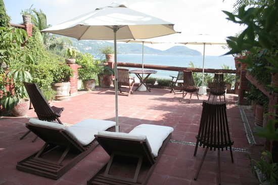 Aura del Mar Hotel: The adult patio...where one can relax.