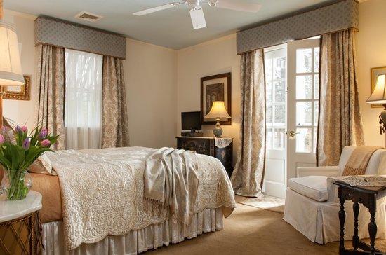 Journey Inn Bed & Breakfast : Our elegant Vanderbilt Suite
