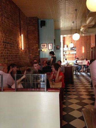 Mishkin's: the restaurant at lunchtime