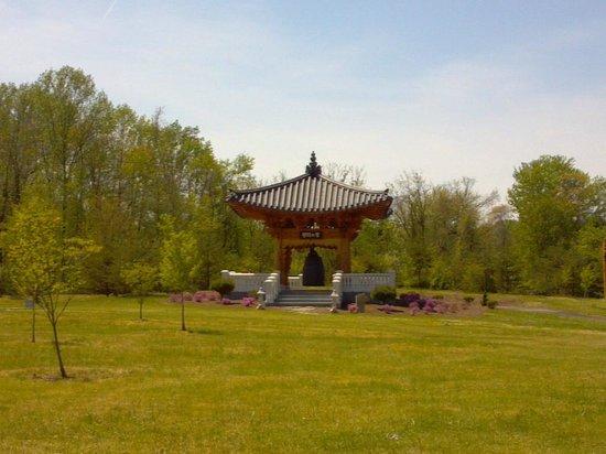 Meadowlark Botanical Garden: Korean Bell