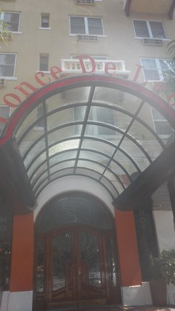 Ponce De Leon Hotel: the entrance of the hotel