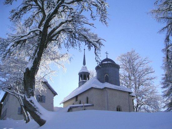 Le Chemin du Calvaire : ND des Vertues in winter