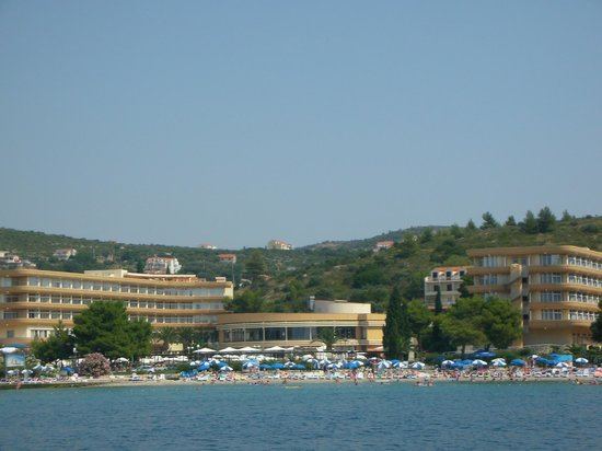 Remisens Hotel Albatros: Hotel from the sea