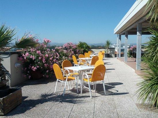 Hotel Grado: tavolini del solarium