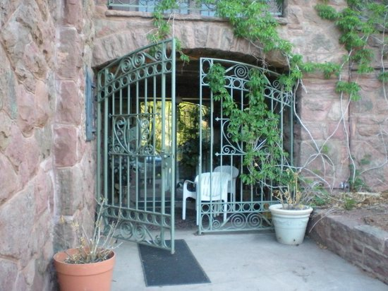 Red Crags Estates: Entrance to Carriage House room