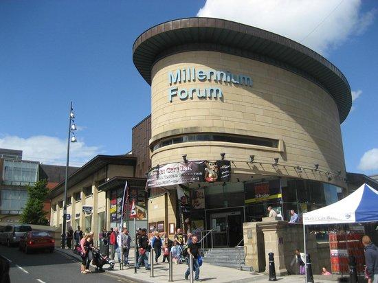 Millennium Forum : Exterior