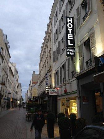 Hotel les Hauts de Passy : hotel les haust de passy- ikke langt fra la Muette Metro- zahra og sephora ligger i området, kos