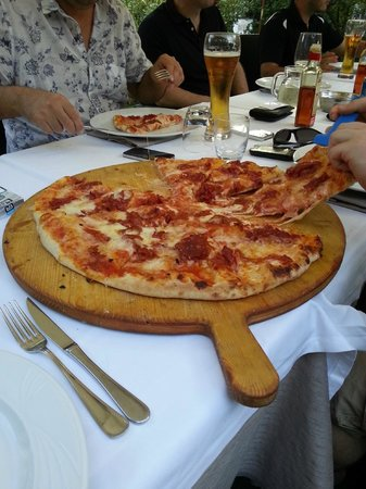 Hotel Terme Salvarola: Millecuori di De Angelis Daniele HUGE Pizza