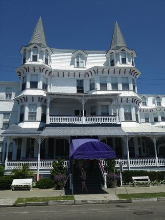 Inn of Cape May: Front entrance of hotel