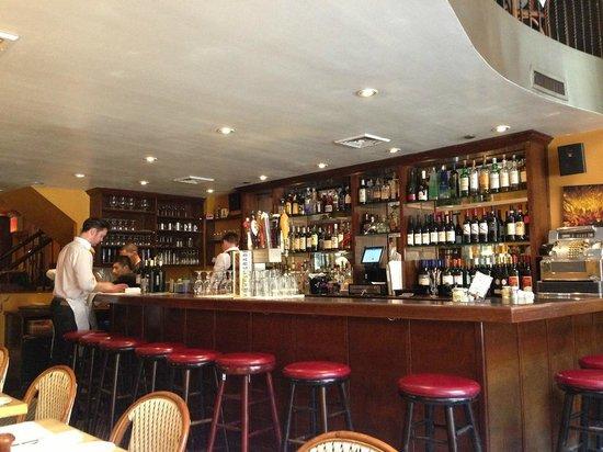 Angus' Cafe Bistro: bar