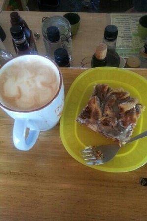 Rio Coco Cafe: A cup of Hazel Nutty & cinnamon bun cake