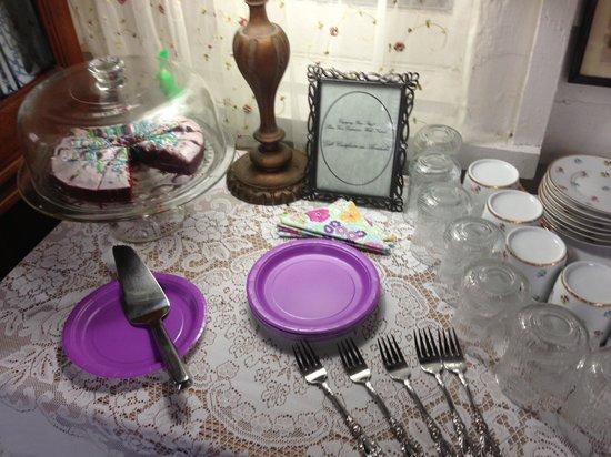 Penny Farthing Inn: Red velvet cake was delicious!