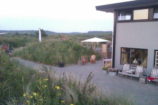 Strandhotel ZandtaanZee : vanaf het terras met uitzicht op zee