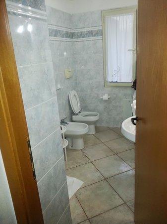 Affittacamere da Angela: salle de bain avec douche