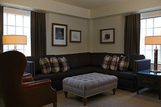 College Park Marriott Hotel & Conference Center : Cozy living area