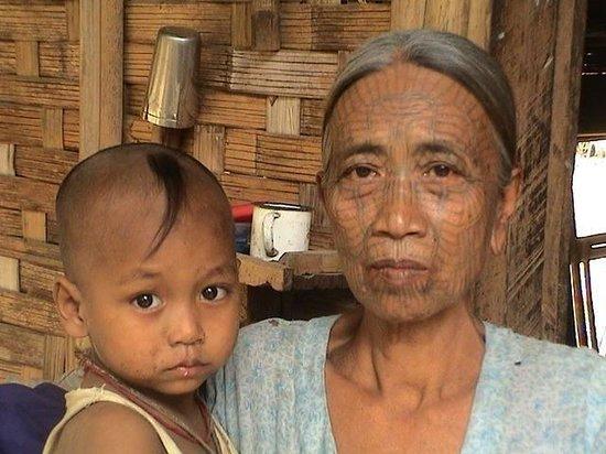 Mrauk U: arakanaise tatouée