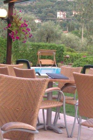 Hotel Benacus Malcesine: Blick vom Restaurant auf den Pool
