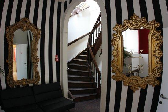Hotel Onderbergen: Подъем на мансарду