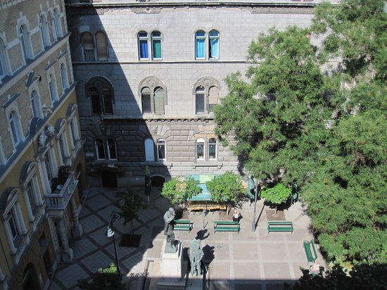 Hotel Palazzo Zichy: View of the square from our window