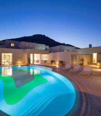 Kouros Art Hotel : Swimming pool