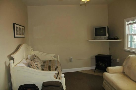 The Lakehouse Inn : Sitting Room