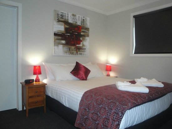 Matariki Motor Lodge: Queen Studio luxurious bed