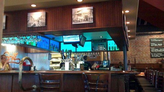 Gurley St. Grill: Bar area