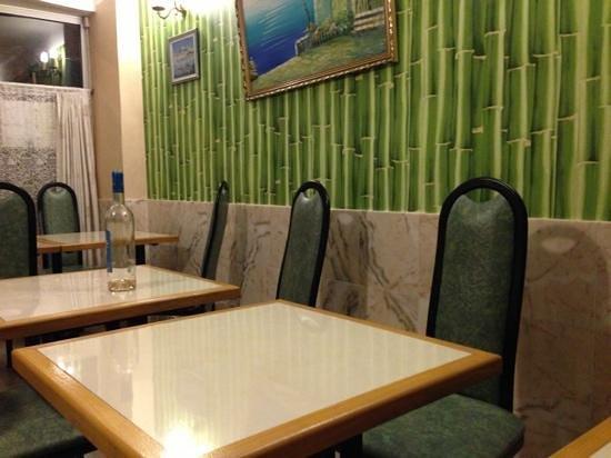 Restaurant Nem : Ikke så veldig koselig innredet, men maten er god