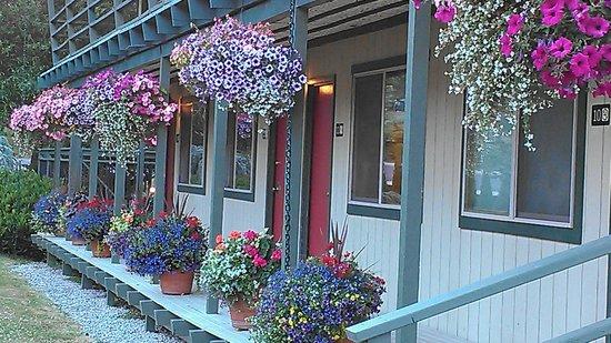 Discovery Inn: Front of Inn