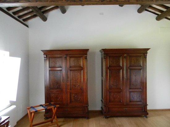 Mobili antichi nella camera foto di casa di giulia aquileia tripadvisor - Immagini mobili antichi ...