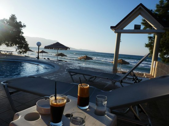 Mesogios Beach: Πισίνα