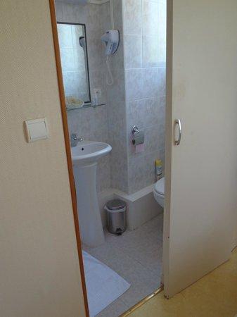 Auberge de la Vallee: Bathroom