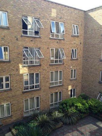 Staycity Aparthotels Millennium Walk: central courtyard