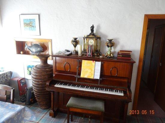 Hillview Cottage B&B: Living room