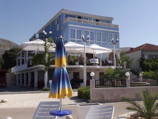 Villa Mediterana: l'hotel visto dalla spiaggia