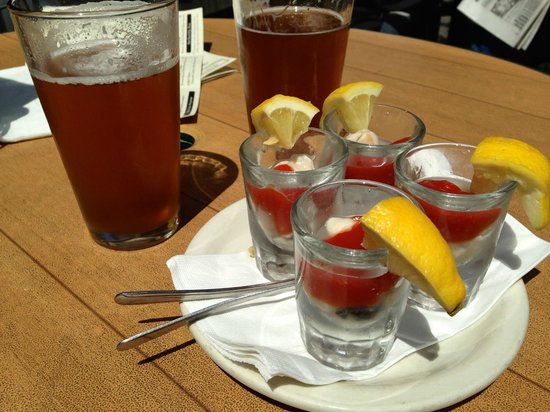 Bill's Tavern & Brewhouse : Duck Dive Pale Ale and Oyster Shooters
