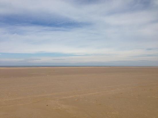 Ainsdale Beach: clean and clear