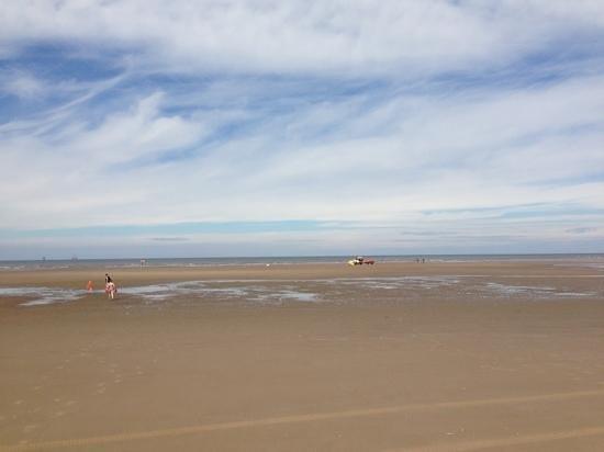 Ainsdale Beach: 2km wide!