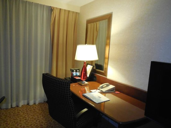 Hartford Marriott Farmington: Desk