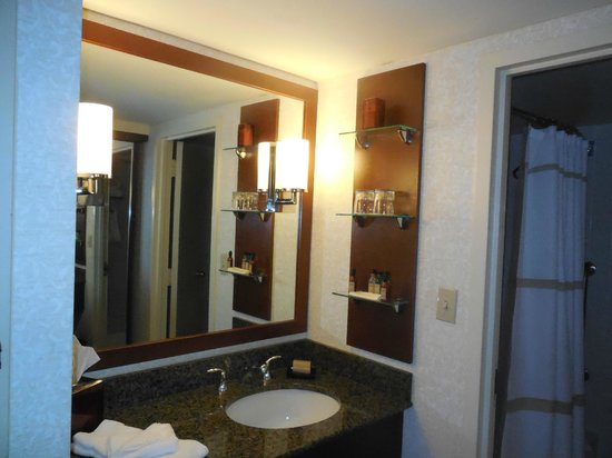 Hartford Marriott Farmington : Nice bathroom