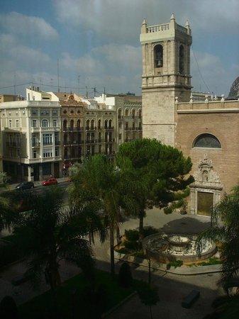 Hotel Marina Atarazanas: Kirche und Vorplatz