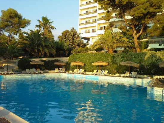 Piscine picture of hotel king saron isthmia tripadvisor - Piscine limeil brevannes ...