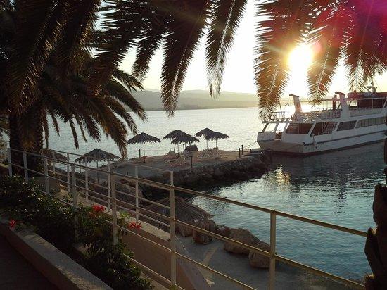 Hotel King Saron : joli levé de soleil dans le jardin