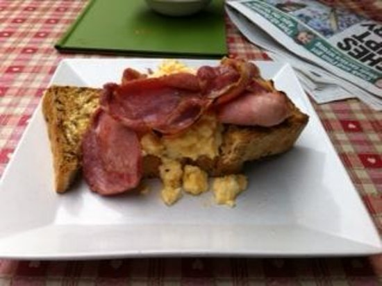 Lunesdale Bakery: scambled egg and bacon on toast - superb