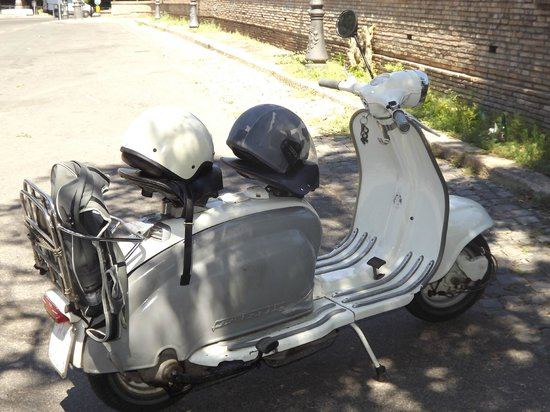 Nerone Tours Italy: The 1950s Lambretta!