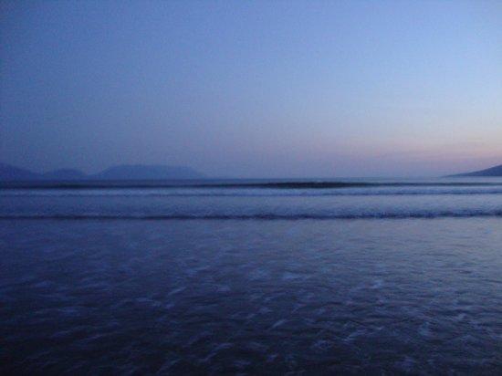 Sammy's Inch Beach: Waves on Inch at dusk
